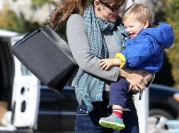The-Many-Bags-of-Celebrity-Moms-10