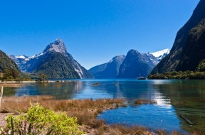 Milford-Sound-Fjord-in-New-Zealand-is-one-of-the-9-Great-Walks